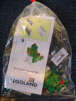 Набор LEGO LLOlli Dragon Sculpture, Olli the Dragon holding sign (Legoland Deutschland)