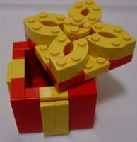 Набор LEGO llca7 Holiday Gift Box (Red Box, Yellow Trim With Removable Top) (Legoland California)