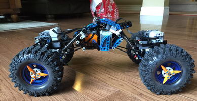 Набор LEGO MOC-10084 BluCrawler - LEGO Rock Crawler with BTBox Bluetooth Controller