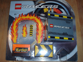 Набор LEGO 4277538 Racers Stunts Expansion Pack