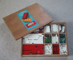 Набор LEGO 710-4 Wooden Storage Box with Contents